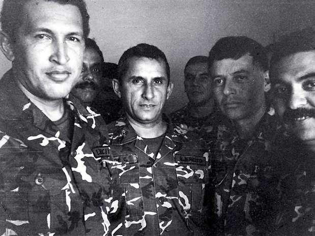http://p1.trrsf.com/image/fget/cf/619/464/images.terra.com/2013/03/05/latinoamerica-politica-venezuela-chavez.JPG
