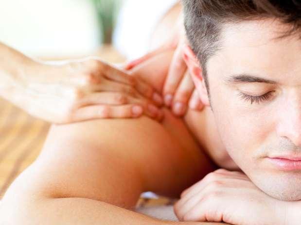 Pareja masaje erótico morena