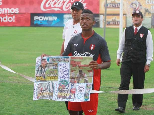 http://p1.trrsf.com/image/fget/cf/67/51/images.terra.com/2013/03/20/01-seleccion-futbol-peruano.jpg