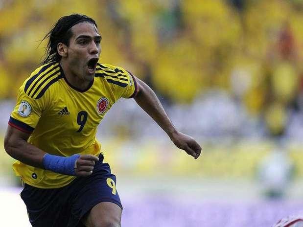 Radamel Falcao, atacante del Atlético de Madrid, celebra un gol con la selección de Colombia Foto: AFP