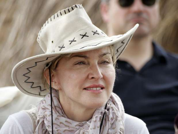 http://p1.trrsf.com/image/fget/cf/67/51/images.terra.com/2013/04/03/madonna-and-fam-in-malawi-1.jpg
