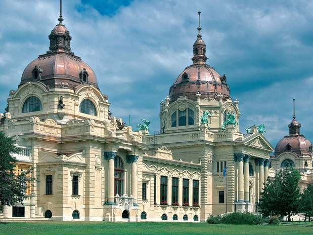 Baño Publico Mas Lujoso Del Mundo:Baños termales impresionantes: lujo en Széchenyi, Budapest