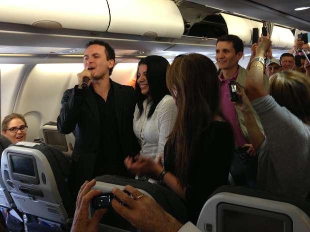 http://p1.trrsf.com/image/fget/cf/67/51/images.terra.com/2013/04/12/fonseca-concierto-avion-8.JPG