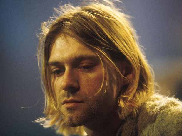 Kurt Cobain, cantante de Nirvana, se suicida de un tiro en
