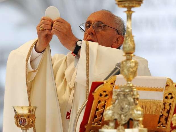 El papa Francisco celebra la misa deCorpus Christi en la Basílica de San Juan de Letrán,en Roma Foto: Reuters