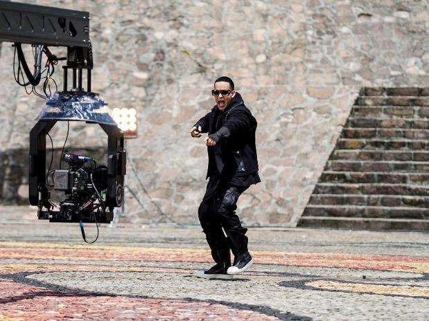 http://p1.trrsf.com/image/fget/cf/67/51/images.terra.com/2013/06/07/daddy-yankee-limbo.jpg