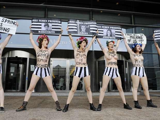 Miembros de Femen protestan ante el Parlamento Europeo en apoyo a las jóvenes juzgadas en Túnez Foto: AFP