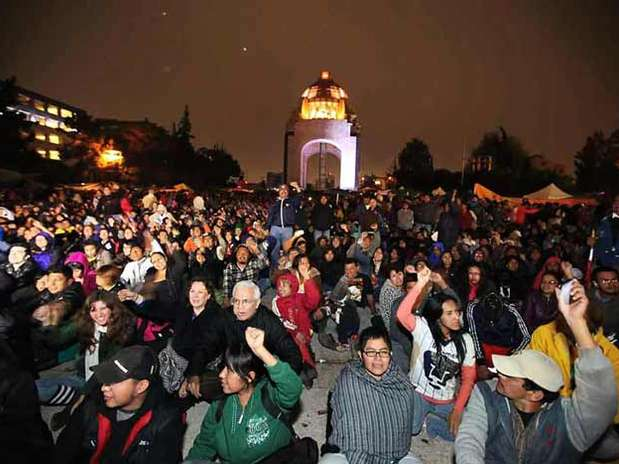 Luego de un programa artístico, maestros de la CNTE dieron el 'Grito de resistencia' en el Monumento a la Revolución. Foto: Israel Rosas / Reforma