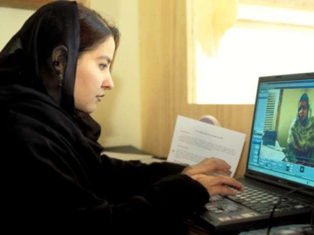 Afganistán anuncia creación de universidad para mujeres