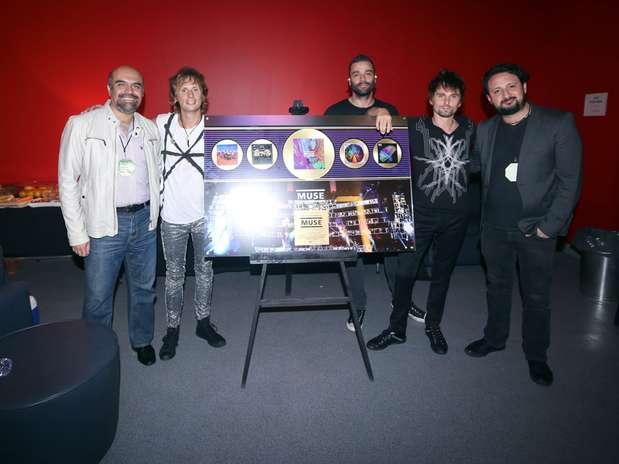 Matt, Dominic y Chris ganaron cuatro Discos de Oro por las altas ventas en México de sus más recientes álbumes. Foto: Reforma