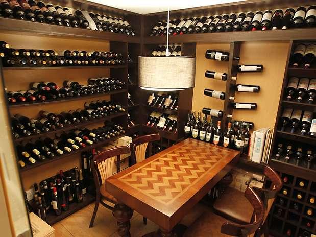 Enologia requerimientos y elementos de una cava para - Cavas de vinos para casa ...