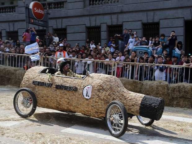 Carrera de autos locos se apodera de buenos aires - Alfombra de corchos ...