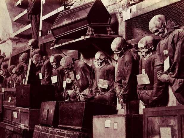 http://p1.trrsf.com/image/fget/cf/67/51/images.terra.com/2013/11/14/catacombas-capuchinos.jpg