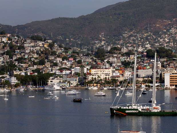 Rainbow Warrior de Greenpeace arriba a Acapulco