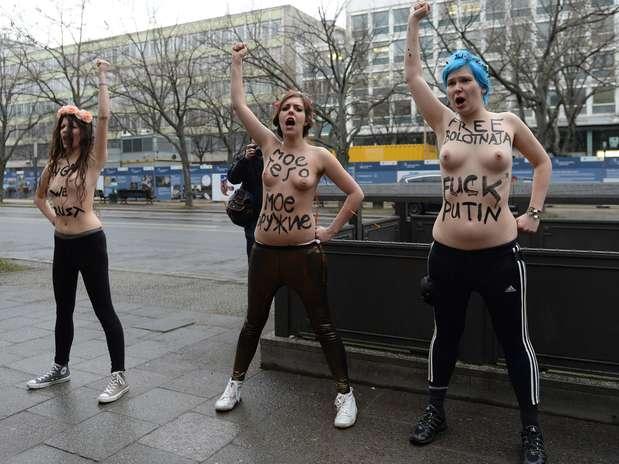 El grupo activista aprovechó la inauguración de los Juegos Olímpicos de Invierno para manifestarse contra la 'dictadura y opresión de los derechos humanos en Rusia'llevada a cabo por el presidente Vladimir Putin. Foto: AFP