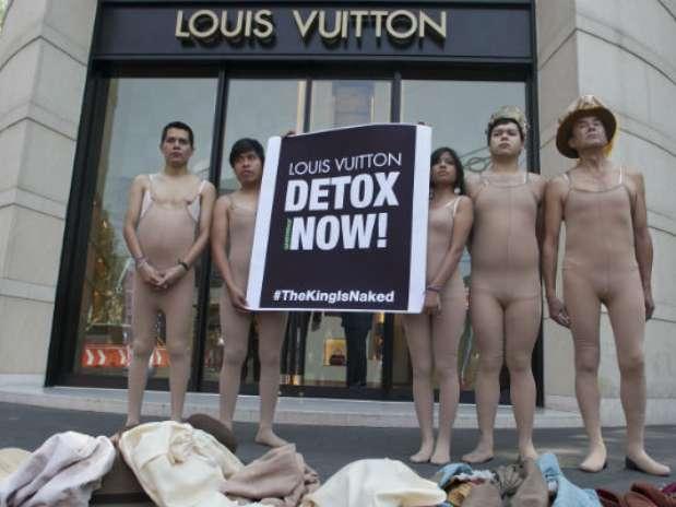 Greenpeace Se Desnuda Por Ropa T Ica De Louis Vuitton