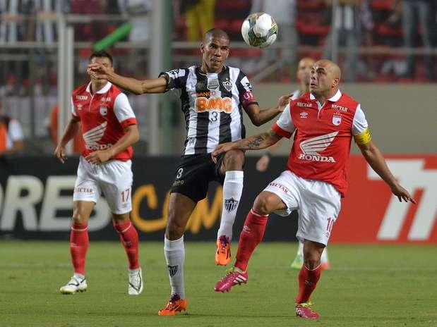 Santa Fe y Mineiro, los dos mejores equipos de la Libertadores 2013, se enfrentaron en Brasil por la versión 2014.  Foto: EFE y AFP
