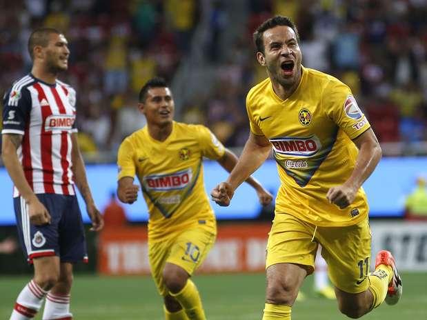 Gabriel Rey tuvo un gran partido y le anotó un doblete a Chivas. Foto: Imago 7
