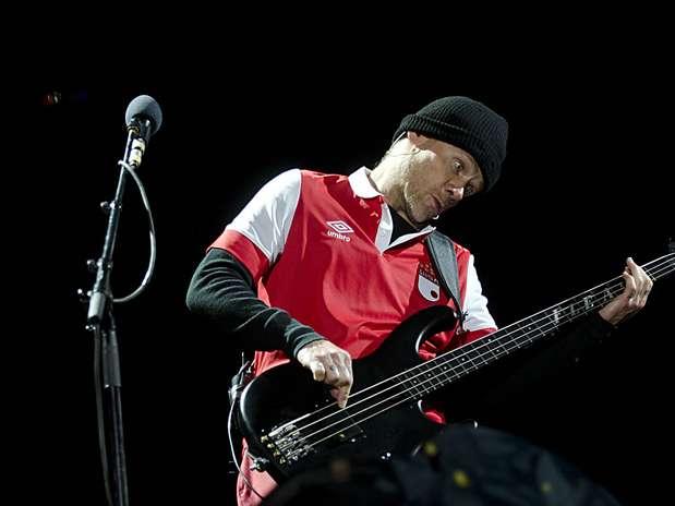 Flea duró todo el concierto con la camiseta de Santa Fe. Foto: Oficial Camilo Rozo.