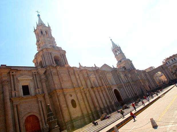 http://p1.trrsf.com/image/fget/cf/67/51/images.terra.com/2011/02/22/1-arequipa-turismo-.jpg