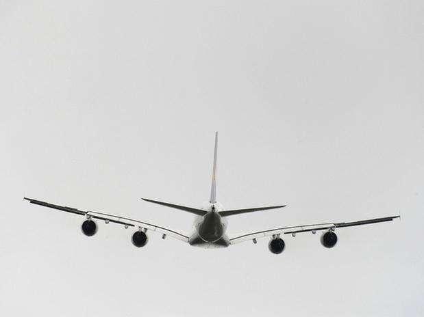 http://p1.trrsf.com/image/fget/cf/67/51/images.terra.com/2011/06/10/airbus_A380_(2)20110610061016.jpg