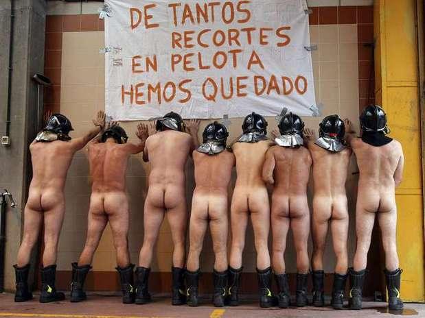 http://p1.trrsf.com/image/fget/cf/67/51/images.terra.com/2012/07/19/efe-bomberos-desnudos-02.jpg