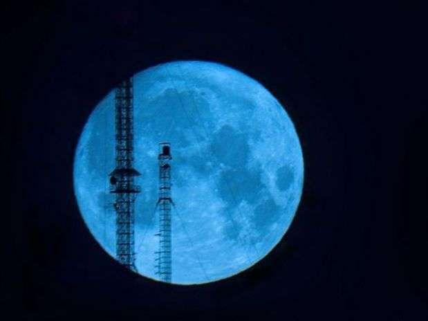 http://p1.trrsf.com/image/fget/cf/67/51/images.terra.com/2012/08/03/01-luna-azul.jpg
