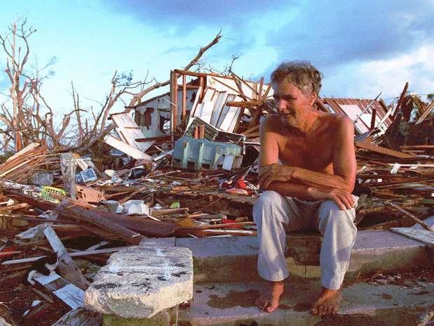 http://p1.trrsf.com/image/fget/cf/67/51/images.terra.com/2012/08/23/huracanandrew2.jpg