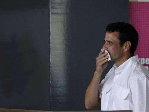 http://p1.trrsf.com/image/fget/cf/67/51/images.terra.com/2012/10/08/capriles-pano.jpg
