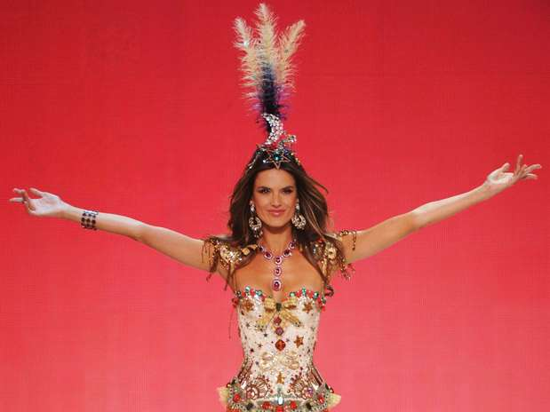 http://p1.trrsf.com/image/fget/cf/67/51/images.terra.com/2012/11/08/alessandraambrosiovictoriassecretfashionshow201201.jpg