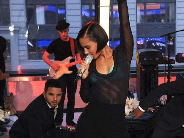 http://p1.trrsf.com/image/fget/cf/67/51/images.terra.com/2012/11/27/cantantes-en-sostenes-18.jpg