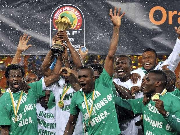 http://p1.trrsf.com/image/fget/cf/67/51/images.terra.com/2013/02/10/nigeria-celebrates-champion-2.jpg