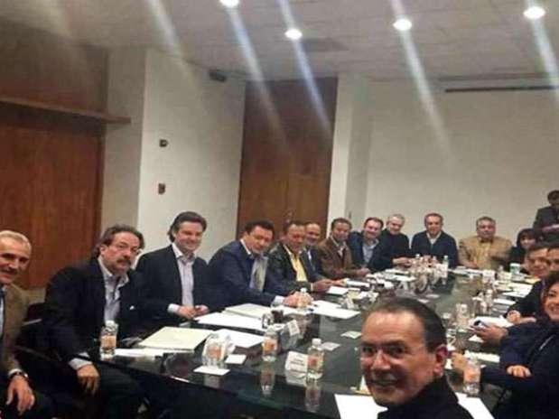 Los integrantes del Consejo Rector del Pacto por México se reunieron el domingo por la noche para afinar detalles de la propuesta de reforma. Foto: Tomada de @LVidegaray