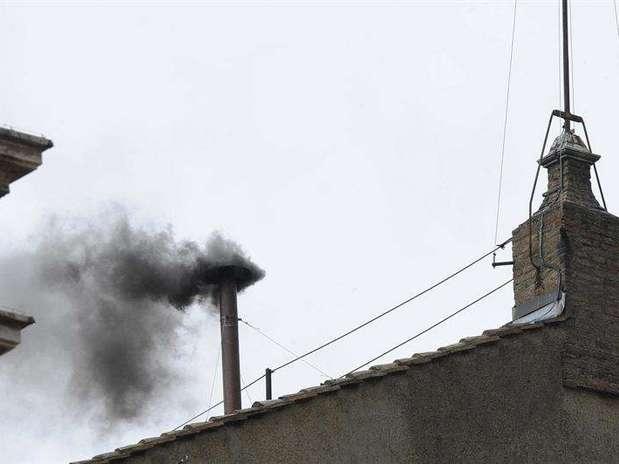 La segunda fumata del cónclave ha sido, de nuevo, negra Foto: EFE