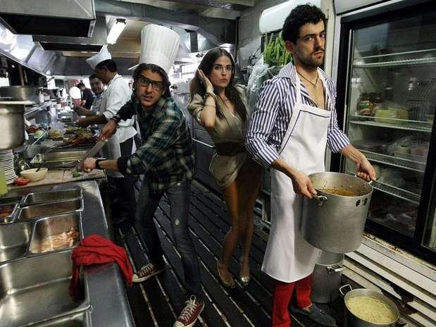 Los personajes de Luis Gerardo Méndez, Karla Souza y Juan Pablo Gil protagonizan la cinta de Alazraki. Foto: Reforma