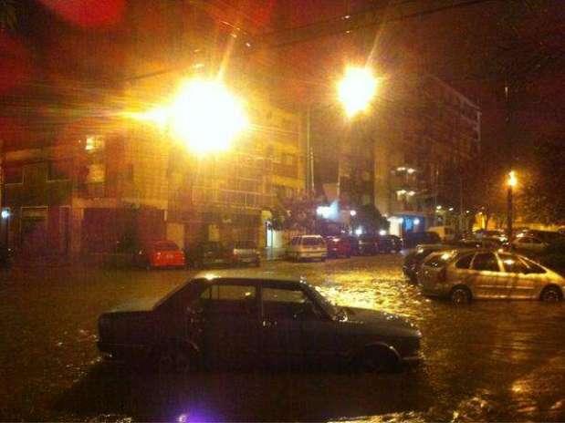 http://p1.trrsf.com/image/fget/cf/67/51/images.terra.com/2013/04/02/inundacion-martes-2-abril-twitter19.jpg