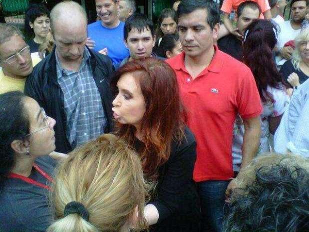 http://p1.trrsf.com/image/fget/cf/67/51/images.terra.com/2013/04/03/cristina-vecinos-la-plata-twitter3.jpg