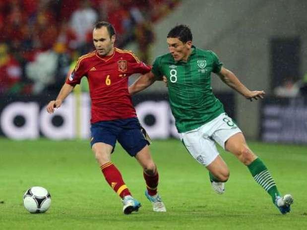 Iniesta y Andrews en el España-Irlanda de la pasada Eurocopa. Foto: Getty Images