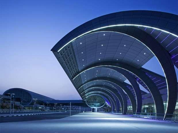 http://p1.trrsf.com/image/fget/cf/67/51/images.terra.com/2013/04/11/aeropuerto-de-dubai-1.jpg