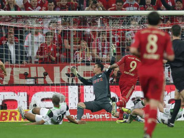 http://p1.trrsf.com/image/fget/cf/67/51/images.terra.com/2013/04/16/germany-soccer-cupcont-1.jpg