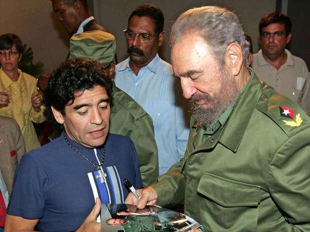 http://p1.trrsf.com/image/fget/cf/67/51/images.terra.com/2013/04/16/maradona-and-fidel-castro.jpg