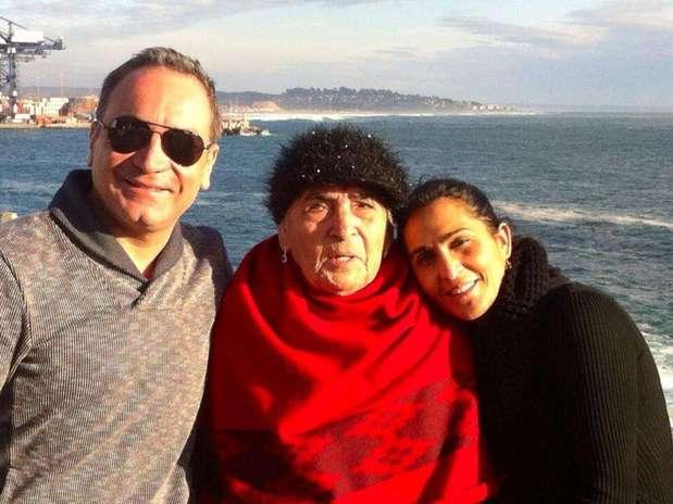 Luis Jara, su madre, y su hermana hace algunas semanas en San Antonio. Foto: Reproducción twitter.