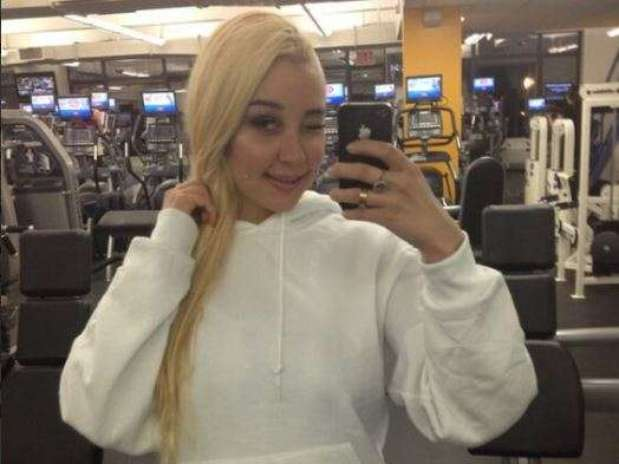 Amanda Bynes poses for another one of her selfies at the gym. Foto: Twitter/@amandabynes