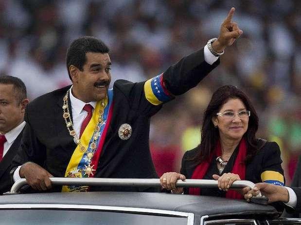 Nicolás Maduro y Cilia Flores que llevan una relación de años, formalizaron ante el alcaldede Caracas. Foto: AFP