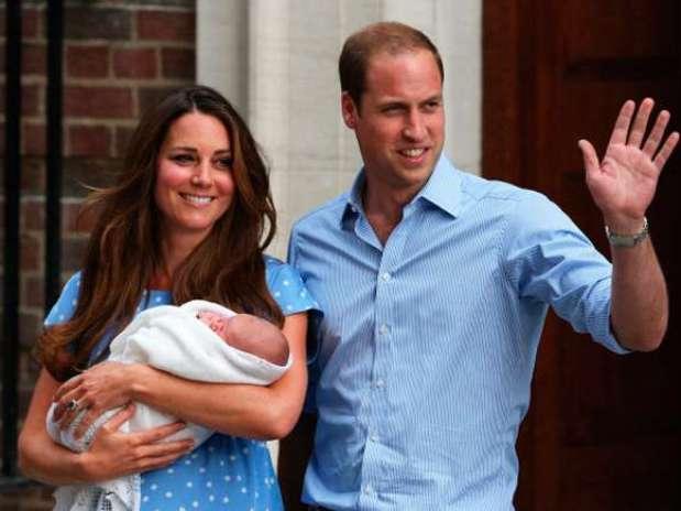 Kate Middleton y el Príncipe William con su hijo el Príncipe George de Cambridge Foto: Getty