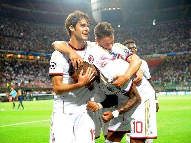 Boateng celebra uno de los goles del Milan ante el PSV en la previa de la Champions Foto: EFE en español