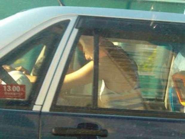 El taxi fue detenido por la policía. Foto: Reproducción