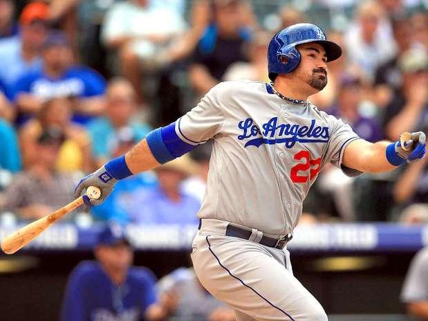 Adrián González, primera base mexicano de los Dodgers de Los Ángeles. Foto: Doug Pensinger / Getty Images