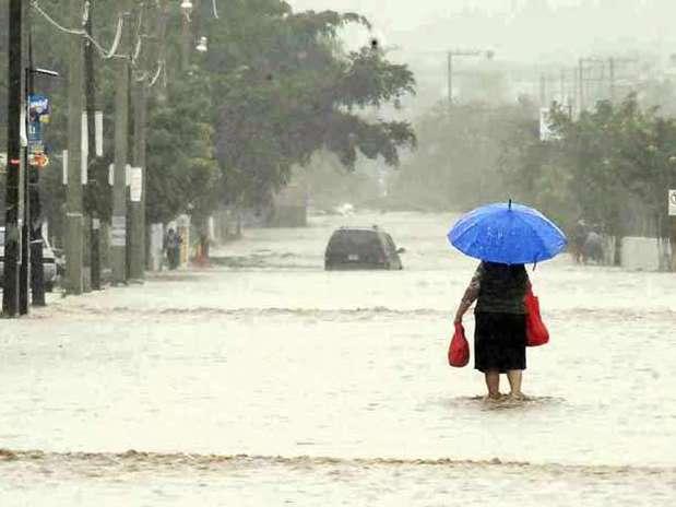 Autoridades estatales informaron que solicitaron a la Secretaría de Gobernación emitir declaratoria de emergencia en 75 municipios de Oaxaca, de los cuales en 45 requirieron se declare zona de desastre natural. Foto: Reforma