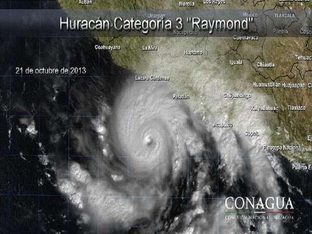 La Conagua indicó que el ojo del huracán es relativamente pequeño, pues tiene un radio de 30 kilómetros, lo que genera vientos de huracán categoría tres a 195 kilómetros por hora y rachas de hasta 240 kilómetros por hora. Foto: Especial/Conagua